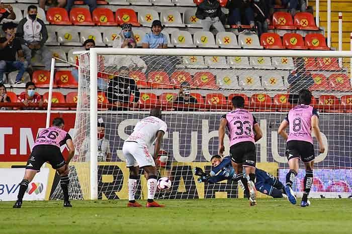 mceu 67042172531602903625447jpg 2020101622025 - Rayos gana en su cancha en el regreso del público en Liga MX